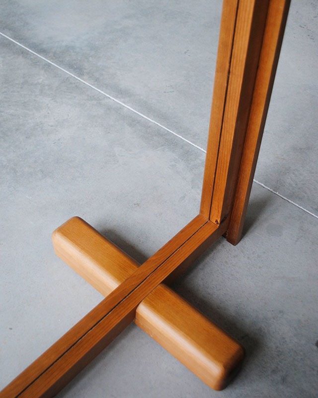 Detalle base marco mampara rectangular Monolito